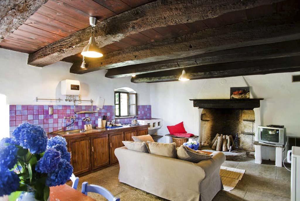 appartamenti - castello di bagnolo - Soggiorno Cucina Con Camino